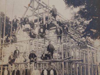 建設中の飯山復活教会
