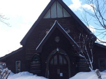 雪をまとういいやま復活教会